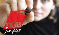 Mädchen mal das DGB-Jugend-Logo