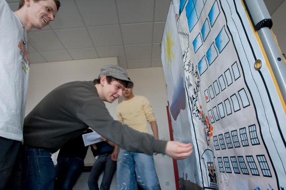 Projekttag bei Berufsschultour, Personen an Pinnwand