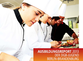 """Angehende Köchinnen und Köche schneiden Gemüse, Aufschrift """"Ausbildungsreport 2013 der DGB-Jugend Berlin-Brandenburg"""" sowie Logo der DGB-Jugend"""